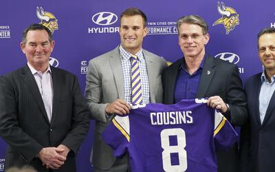 Kirk Cousins fue presentado como el quarterback titular de los Vikings.