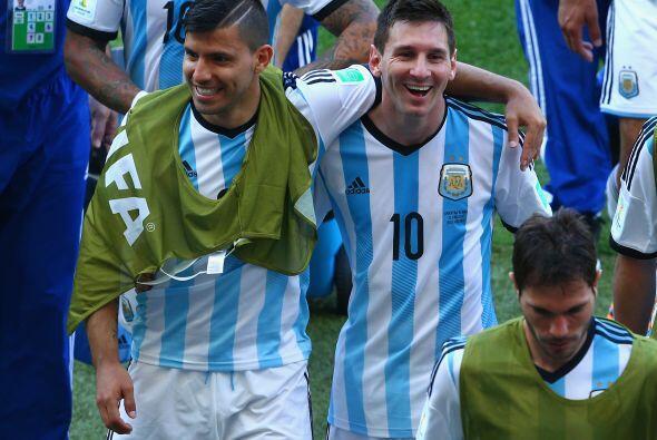 3.- Sergio Aguero no se ha sabido asociar con Messi. El gran amigo de Lí...