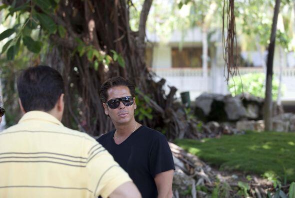 Roberto Palazuelos también andaba en la piscina.