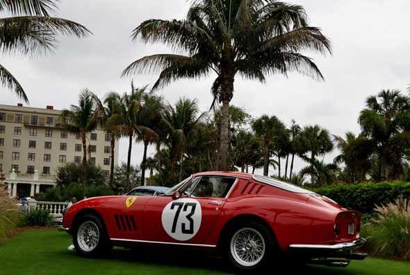 El Ferrari 275 GTBC desarrollaba velocidad máxima de 145 millas por hora...