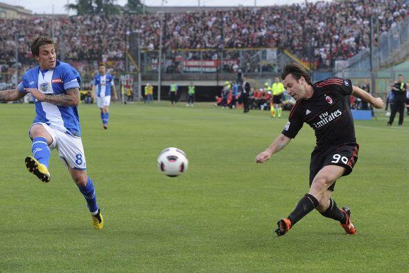 Milan venció en un tremendo partido al Brescia y acaricia el título del...