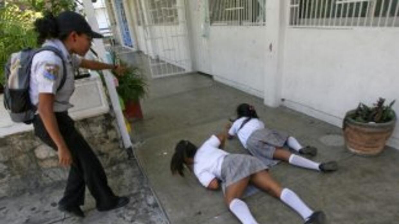 En algunas escuelas mexicanas los niños reciben clases de seguridad ante...