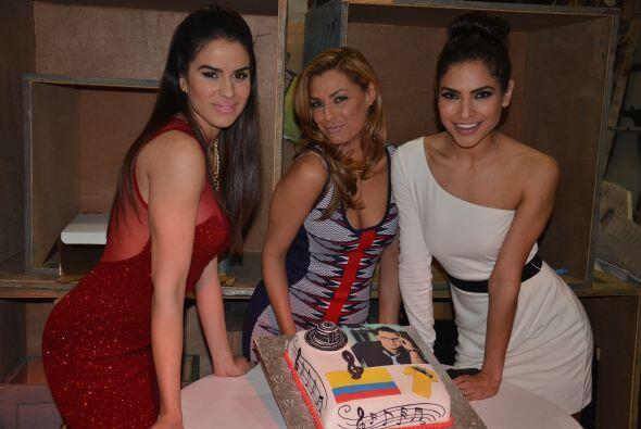 A pesar de la increíble belleza de estas mujeres, el pastel llamaba much...