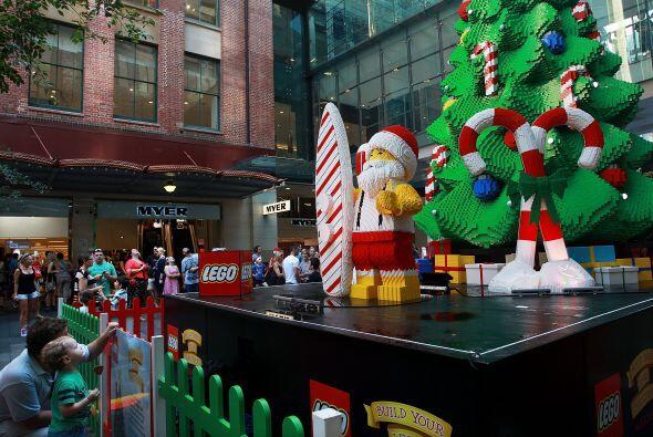 Para que pudiera estar listo el famoso árbol de Lego se necesitaron 1,20...