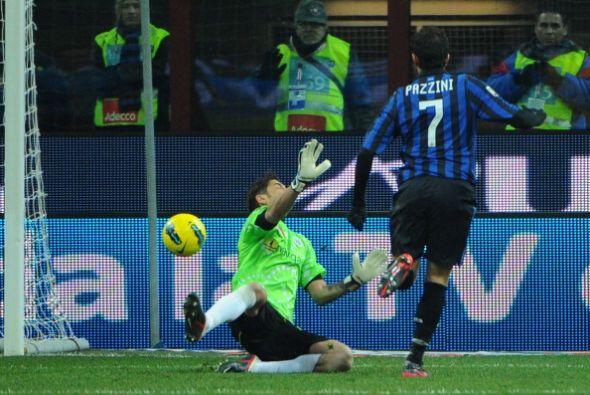 Giampaolo Pazzini puso el 4 a 0 con un toque suave.