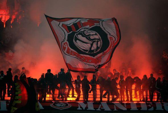 Los 'tifosi' llenaron el estadio San Siro-Giuseppe Meazza.
