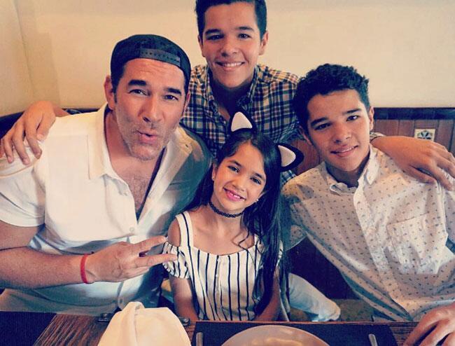 Eduardo Santamarina y sus hijos