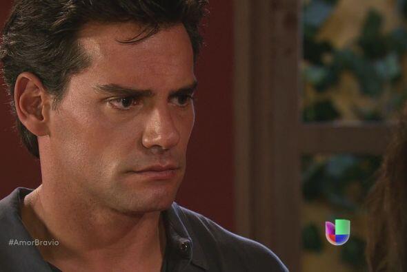 Daniel le promete a Miriam que se olvidará de todo en cuanto lleguen a C...