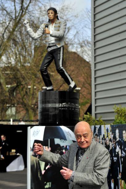 La estatua iba a ser colocada originalmente en las afueras de la tienda...