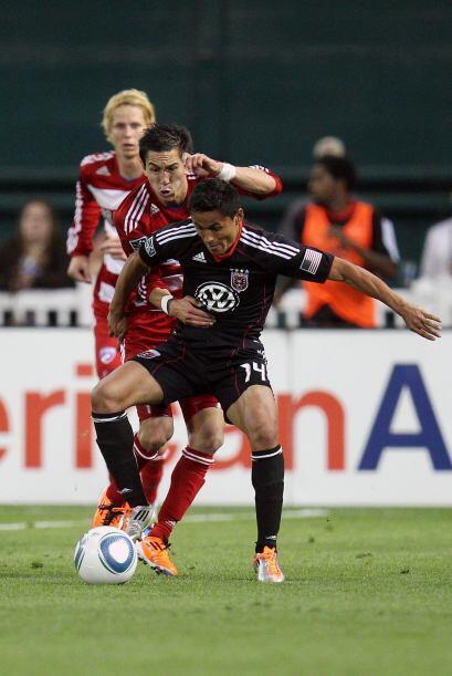El hondureño Andy Najar poco pudo hacer para cambiar la suerte del United.