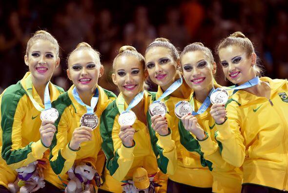 Las gimnastas brasileñas consiguieron la plata en la prueba por equipos...