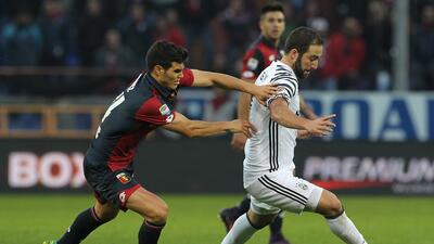 Juventus cae ante el Génova con un doblete de Simeone, Roma y Milan al acecho