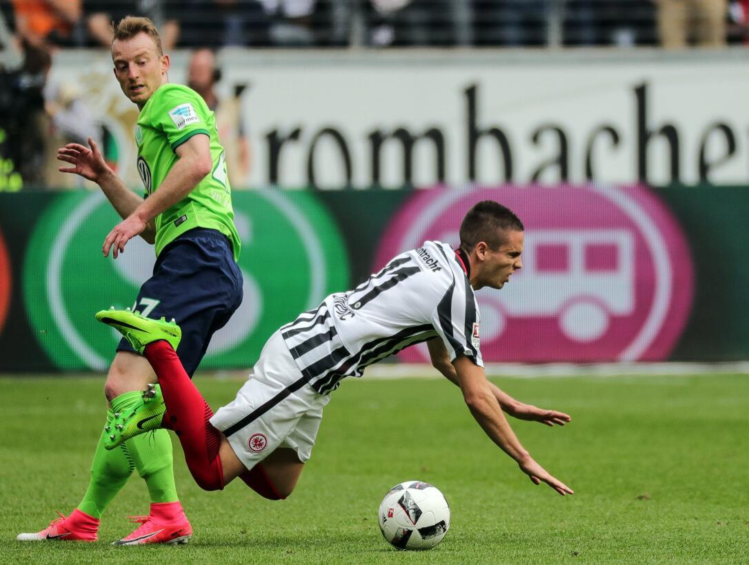 El Frankfurt en casa, con Marco Fabián, volvió a perder y se aleja del s...