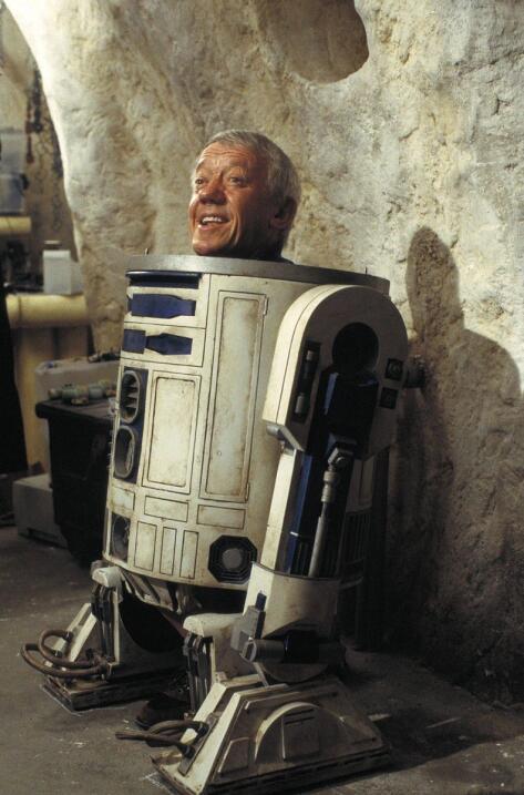 Kenny Baker, mejor conocido por su papel de R2D2 en seis cintas de '...