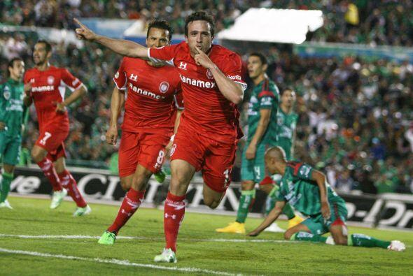 A un minuto de irse al descanso, Jerónimo Amione conectó de 'chilena' el...