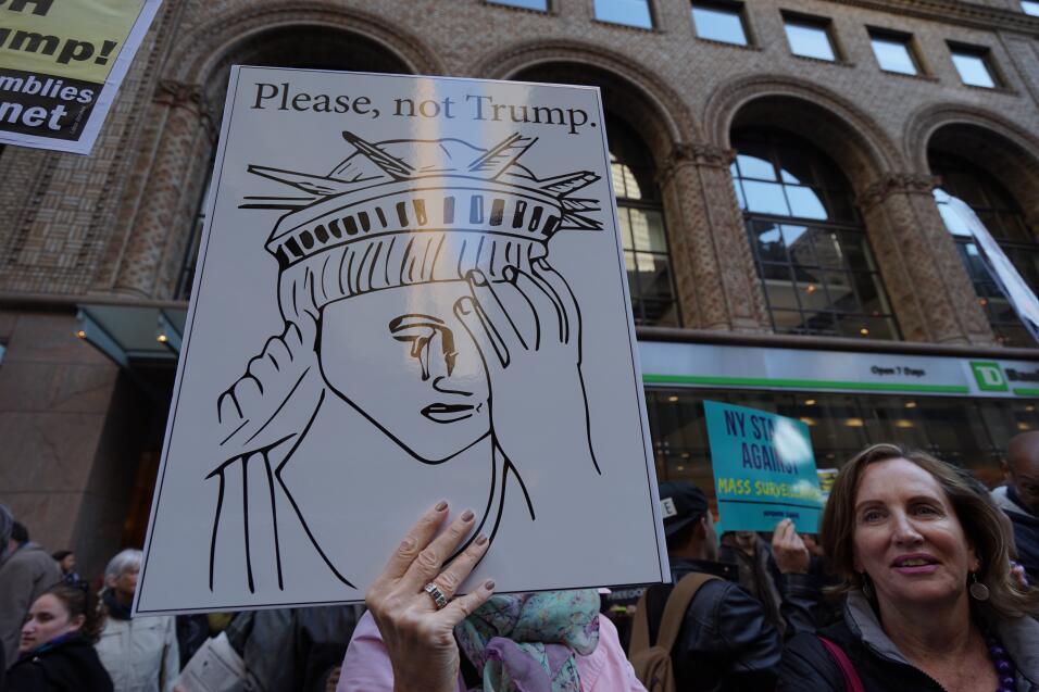 """Hasta la emblemática Estatua de la Libertad dijo """"no"""" a Trump."""