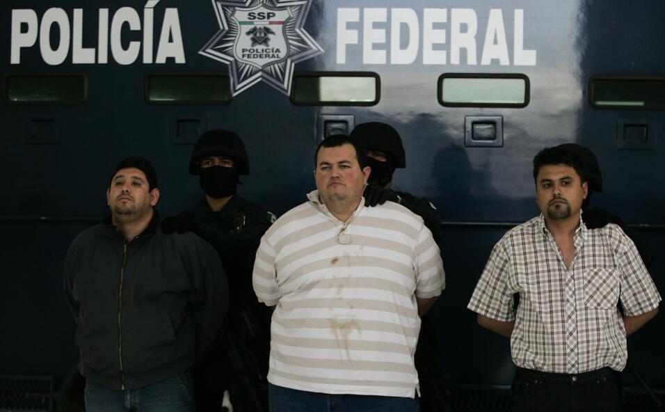 Manuel García Simental 'El Chiquilín' (al medio) y Raydel...