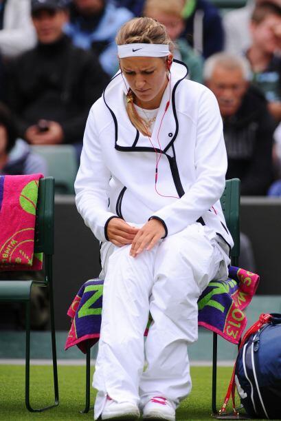 La siguiente en tirar la toalla fue la bielorrusa Victoria Azarenka que...