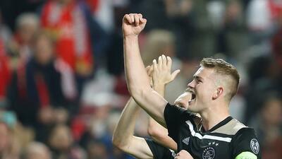 En fotos: la fiesta del Ajax por un empate de visita a Benfica que lo pone a soñar