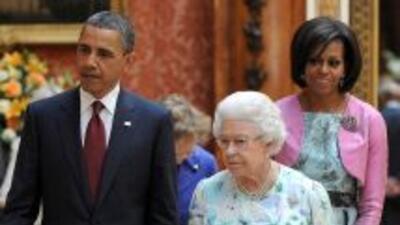 Obama y la Reina Isabel recorrieron una muestra de arte en el Palacio de...