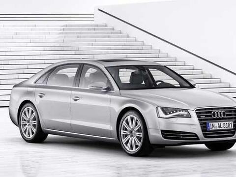 Audi presentó la versión long-wheelbase de su buque insign...
