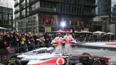 McLaren presentó el MP4-26 con el que planean pelear por el título en 20...