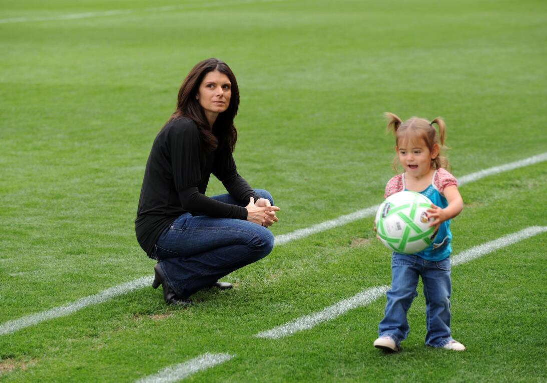 Los 45 años de Mia Hamm, 'la Pelé del fútbol femenino' GettyImages-85755...