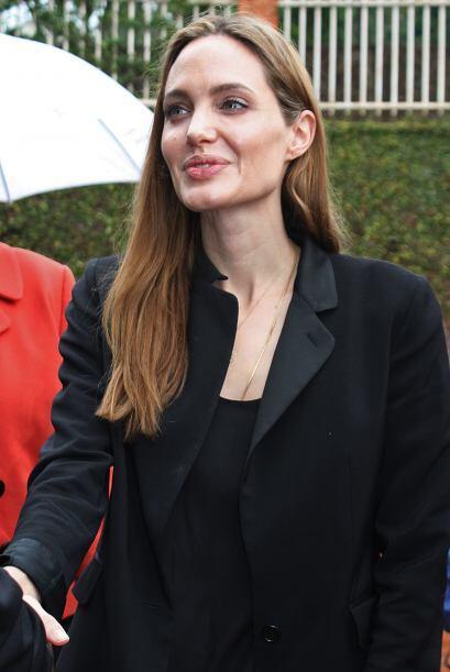 Ni todos los actos benéficos que hace Angelina Jolie han sido suficiente...