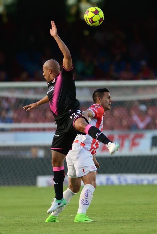 Necaxa gana de visita y están salvados Egidio Arevalo y Xavier Baez.jpg