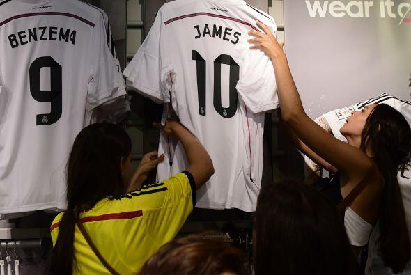 Los colombianos que estaban en Madrid no podían dejar pasar esta oportun...