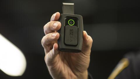 La policía de Nueva York planea tener disponibles cámaras corporales en...