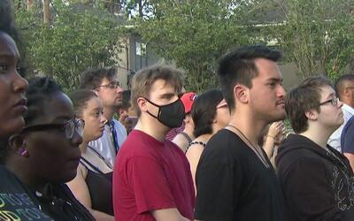 Vigilia en memoria de las víctimas de la masacre de Orlando se llevó a c...