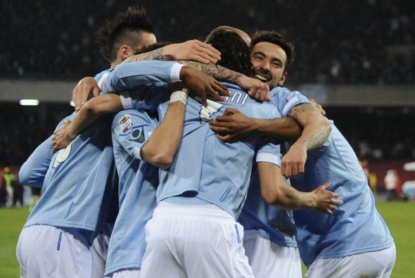 Cavani logró dos goles ante el Cagliari, suficientes para que el Napoli...