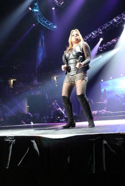 Imágenes captadas de La Más Fuerte, Ednita Nazario, durante su actuación...