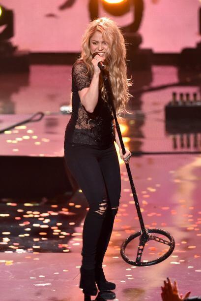 La colombiana Shakira puso a bailar a todos con su música.