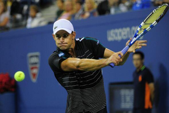 Andy Roddick dejó fuera a su compatriota Michael Russell por 6-2, 6-4, 4...