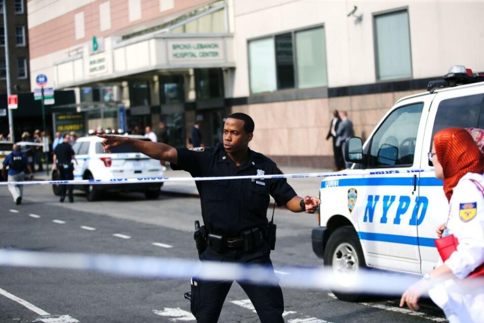 Un tiroteo dejó al menos dos muertos, incluyendo al atacante, este viern...