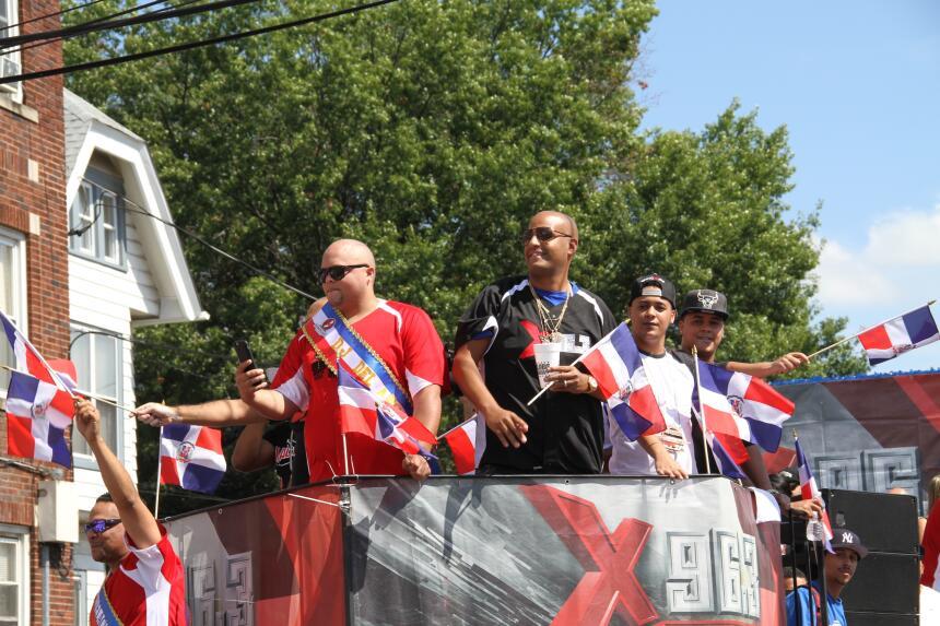 Celebra La X en el Desfile Dominicano en NJ IMG_1948.JPG