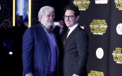 George Lucas, izquierda, y J.J. Abrams llegan al estreno mundial de &quo...