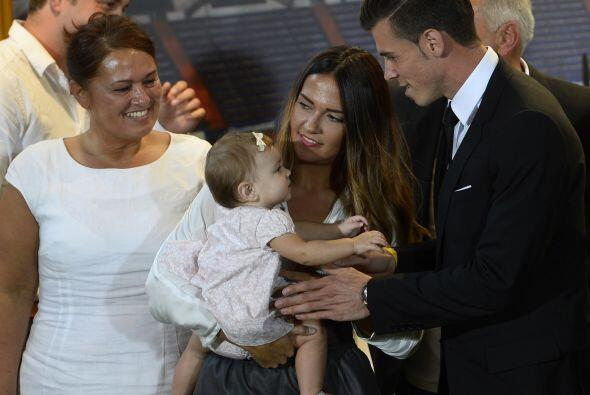 Además, le acompañaba su hija, la pequeña Alba Violet.