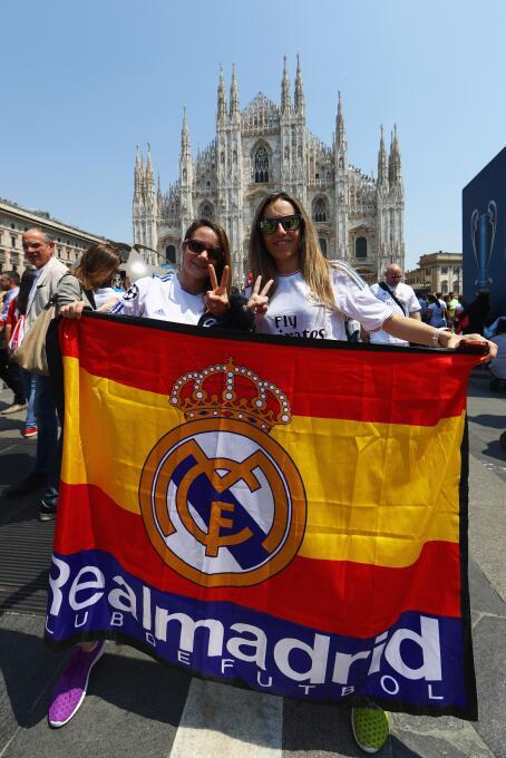 Aficionados de merengues y colchoneros se adueñaron de las calles de Milán.