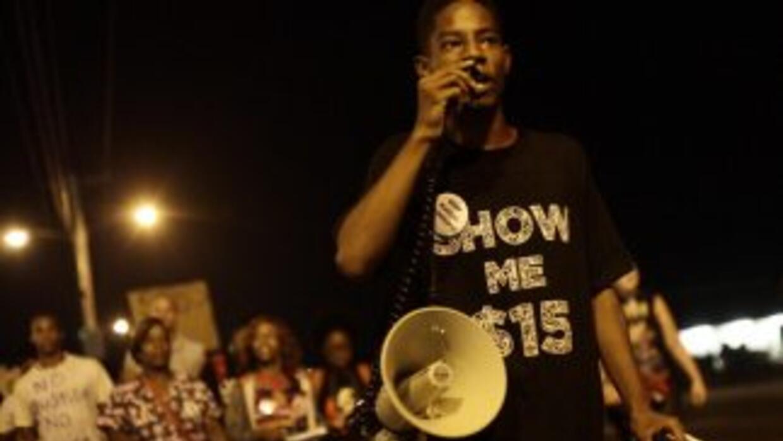 Tras casi dos semanas de violentas protestas en Ferguson, la ciudad vivi...