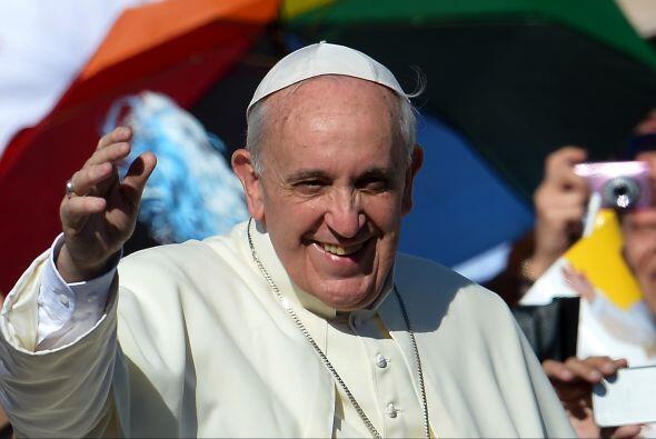 Juan Pablo II hizo a Bergoglio cardenal presbítero de San Roberto Belarm...