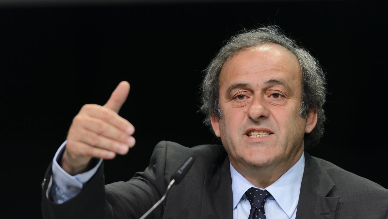 Michel Platini anunción que los países de UEFA votarán contra Blatter.