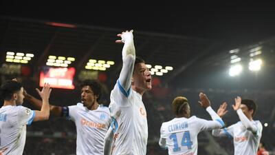 Marsella vence al Rennes y se acerca a los líderes