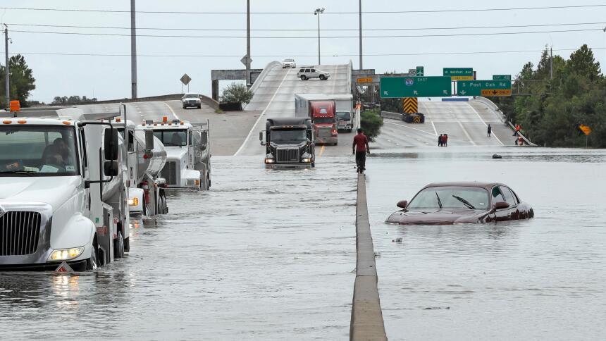 Qué hacer cuando se inunda tu automóvil  AP17239696166661.jpg