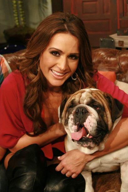 Melissa Marty, una ex belleza latina también gusta de acariciar a este c...
