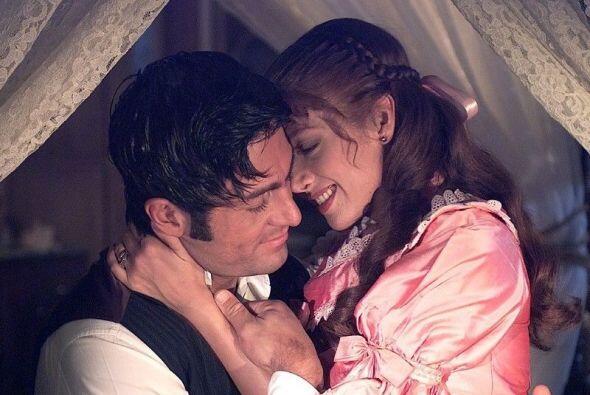 Adela y Fernando derrocharon pasión en esta historia de época.