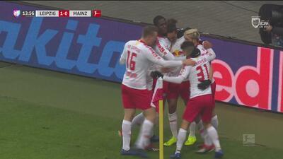 ¡Golazo del Leipzig! Poulsen pone el esférico al fondo de las redes