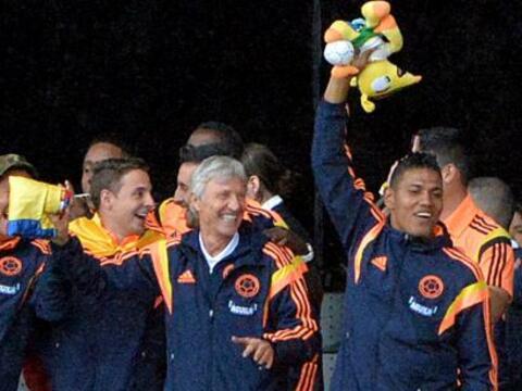 Colombia recibió este domingo con alfombra roja y una multitudina...